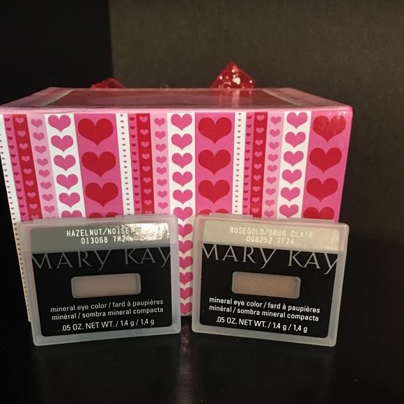 Mary Kay Other - MARY KAY EYE SHADOW